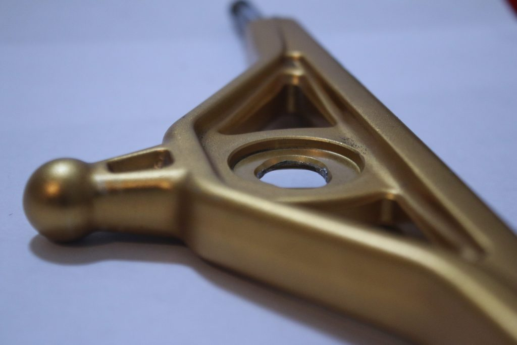 From axle to axle photo of the Aera RF-1 in Gold